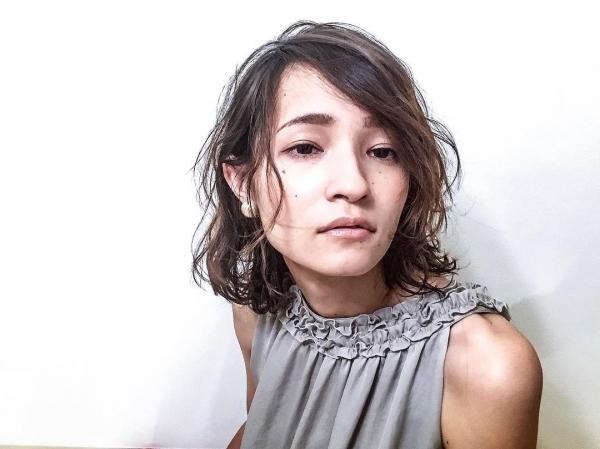 おはようございます  今日はシーズナルラボは定休日です。  東京の美容室のパーマセミナーに行ってきます^ ^  外人の様なパーマスタイルを学んできます^_^  今日の写真は少しリアリティブな感じに(^^) #シーズナルラボ #seasonallab #ライフスタイルショップ #美容室#美容院#美容師 #アパレル#雑貨#カフェ #パーマ  #撮影#撮影モデル募集